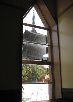 ガーデンオリエンタル アトリエ 八坂の塔の窓