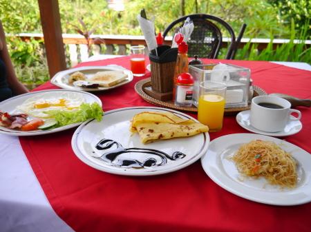 スワスティカ 朝食