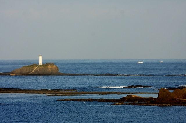 1沖椎根島灯台 (640x425)