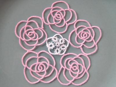 タティングレースのバラ ドイリー(5連)