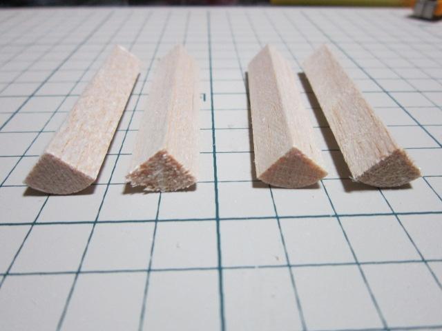 それを4本を貼り合わせて円柱を作ります♪