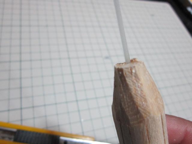 カッターナイフで鉛筆を削る要領で