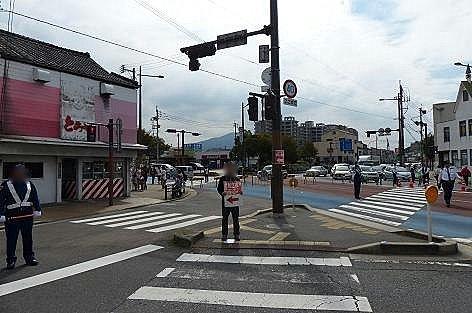 若松駅前交差点♪