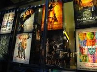 映画館のポスター