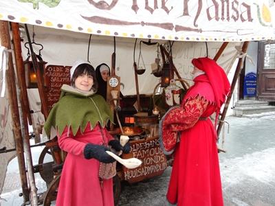 エストニアの民族衣装を着たお嬢さん