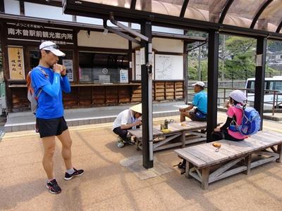 南木曽駅で休憩