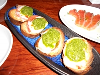 トマトとモッツァレラのブルスケッタ  とろサーモンのカルパッチョ