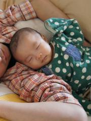 父と添い寝②