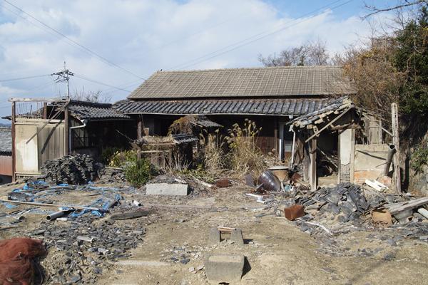 24・荒れ果てた家