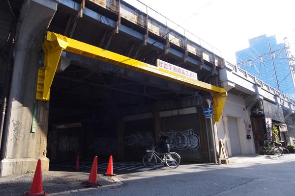 01・黄色い中崎町への入口