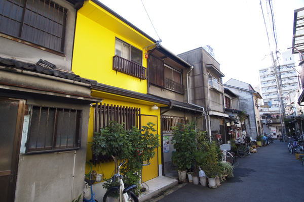 19・これぞ中崎町の黄色