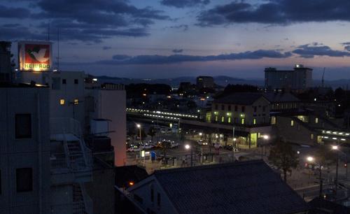 17・駅前の夜景