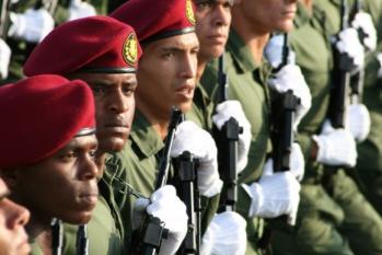 38-revista-militar-y-desfile-popular-16-de-abril-foto-jorge-leganoa-580x387.jpg