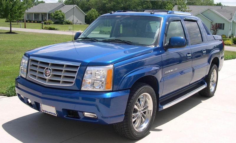 800px-2003_Cadillac_Escalade_EXT.jpg