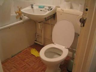 Bathroom-002.jpg