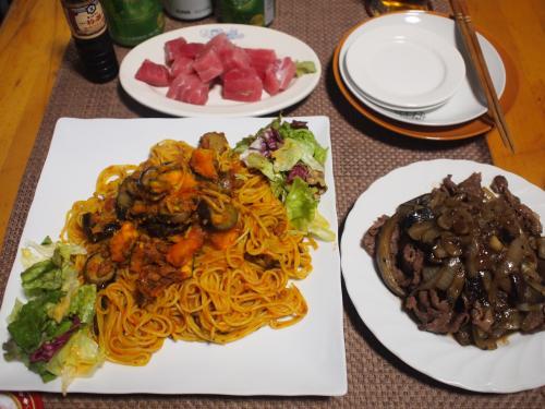 晩酌☆かぼちゃミートパスタ&牛肉と茄子と玉ねぎの焼肉のタレ炒め&めばちマグロの刺身