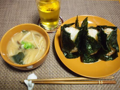 朝食☆鮭フレークおにぎり&きのこたっぷりお味噌汁