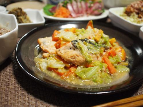 晩酌☆サーモンのちゃんちゃん焼き&大根のそぼろあん&小田急OXのお惣菜