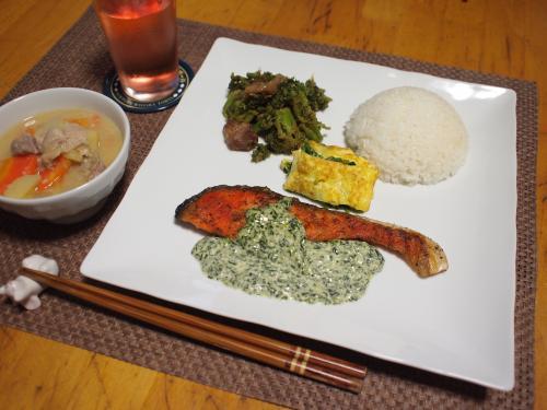 朝食☆サーモンソテーグリーンソース&豚肉とブロッコリーの甘味噌炒めプレート