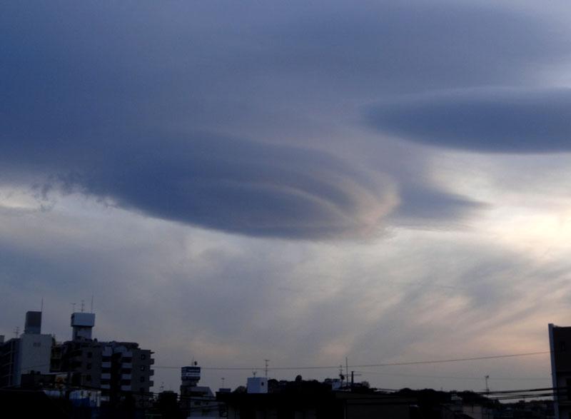 130207レンズ雲(吊し雲)@横浜2