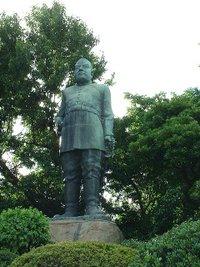 200px-saigo-takamori_statue_kagoshima.jpg
