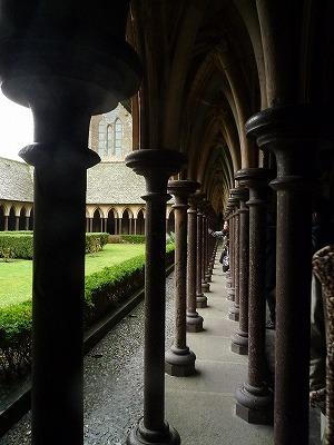 013,2,1、モンサンミッシェル修道院、内部中庭、P1040336