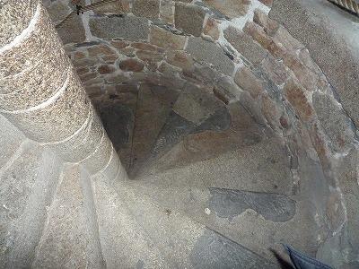 013,2,1、モンサンミッシェル修道院、螺旋階段P1040355