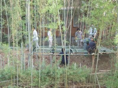 9,23,竹林居、対岸から、床組作業s-P9230334