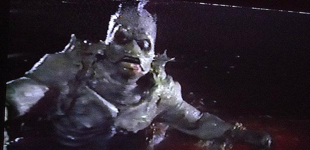 半漁人みたいな怪物