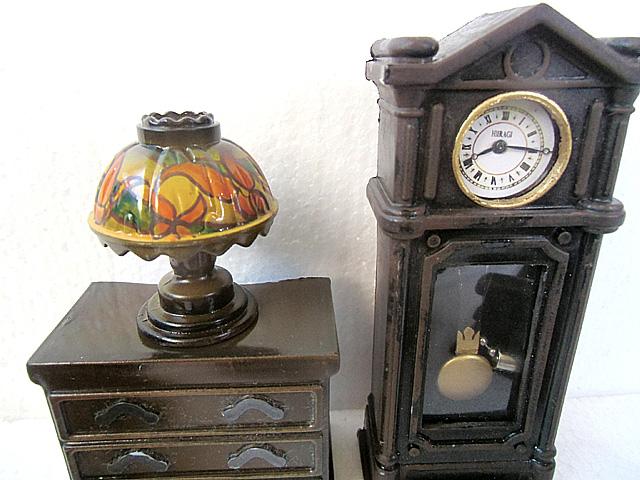 時計とランプ