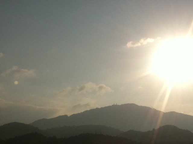比叡山と太陽と月