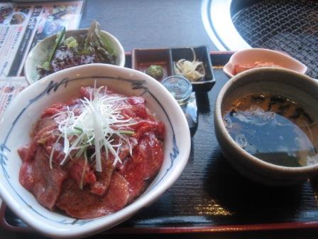 仔虎 牛刺丼