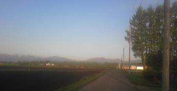 朝日を一本道