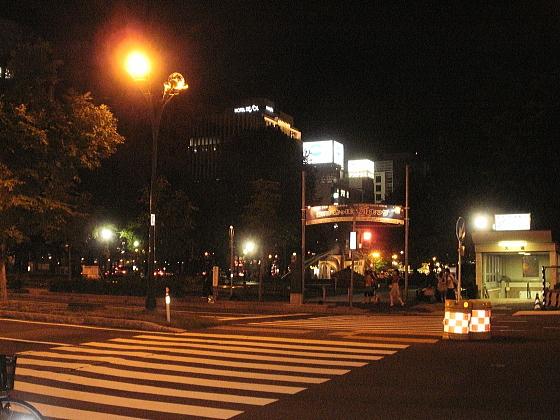 夜の大通り界隈です。