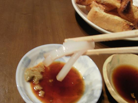 イカの刺身をワサビ醤油で頂きます。