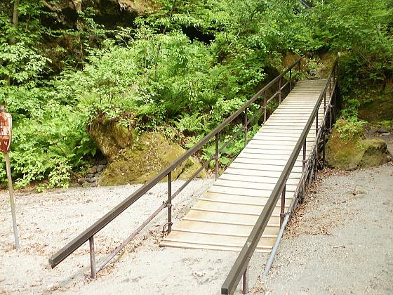 結構きついスロープの階段です。