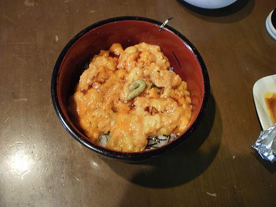 新鮮な手作りウニ丼を頂きます。