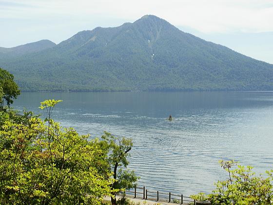 支笏湖の雄大な眺めです