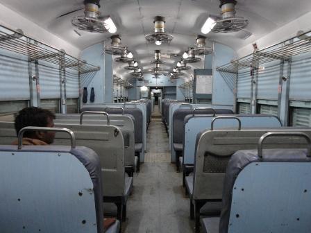 始発のローカル列車