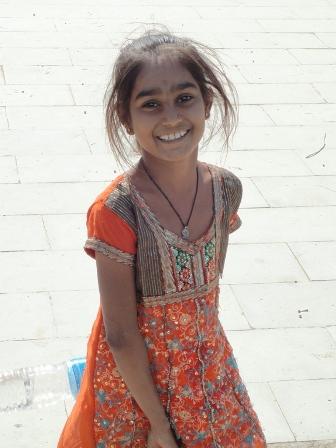 まぶしい少女の笑顔