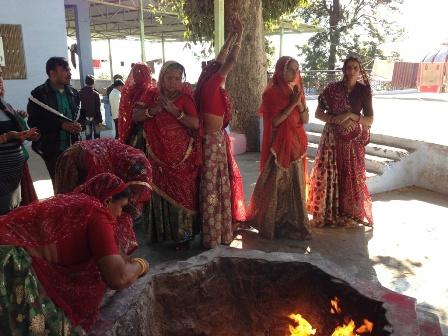 赤いサリー婦人グループ