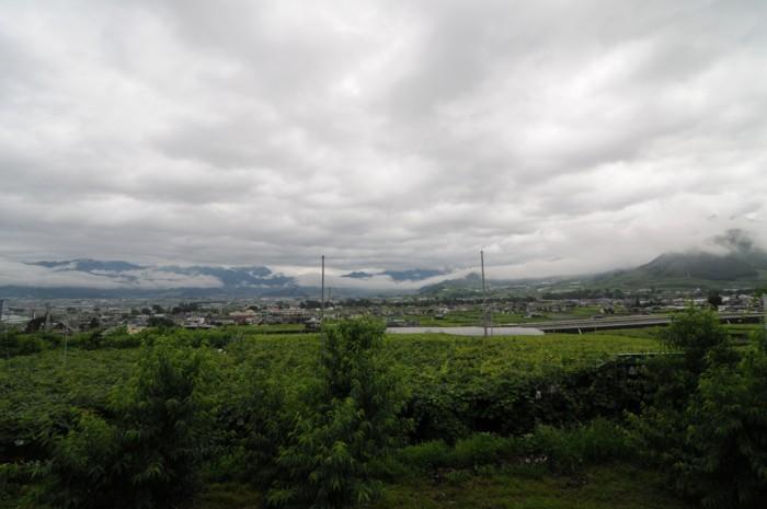4046遠くの山々は、雲の中~