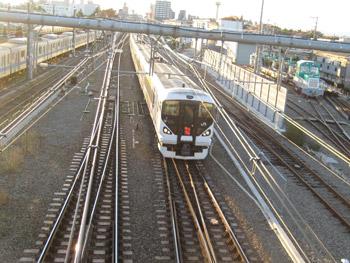 山梨へ行く特急電車