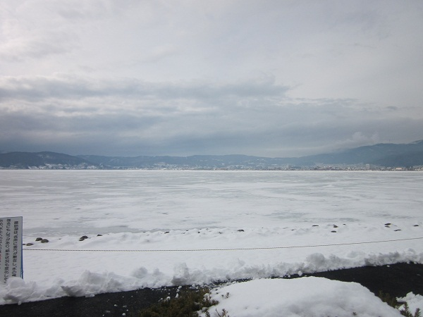 011凍った諏訪湖