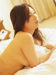 三津谷葉子横乳画像
