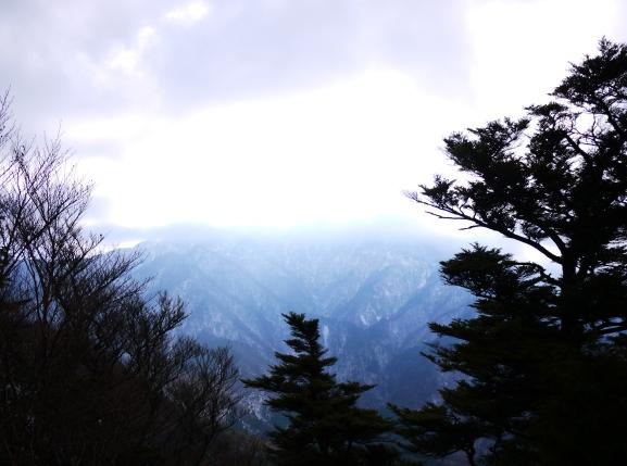 カメラの設定が悪く、空が光りすぎ。。でも逆に神々しい かも。