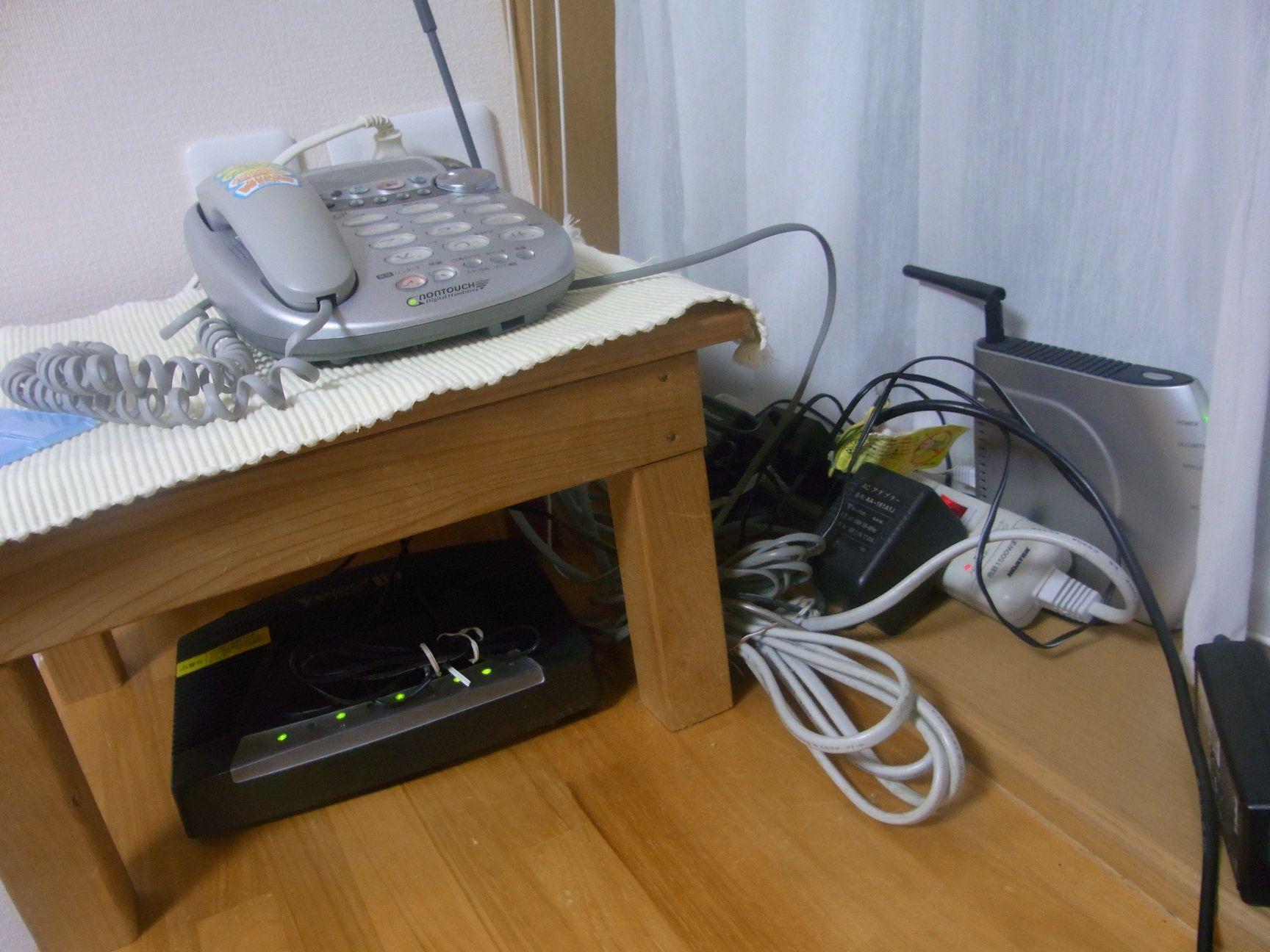 台の下にpc配線