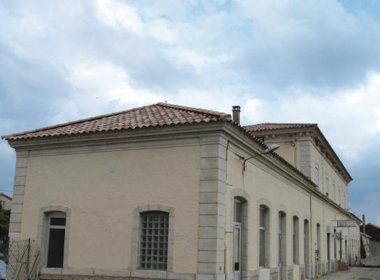terre dademar-gare Remoulins-paca1