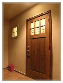 夜の玄関ドア