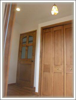 玄関ドアあけて一歩入る
